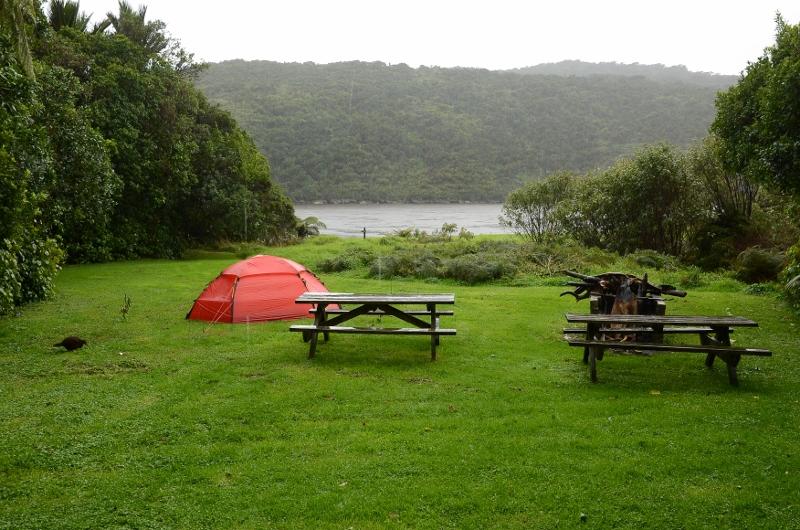 8. Mitt tält vid Heaphy Campsite. Heaphy River i bakgrunden där jag badade.