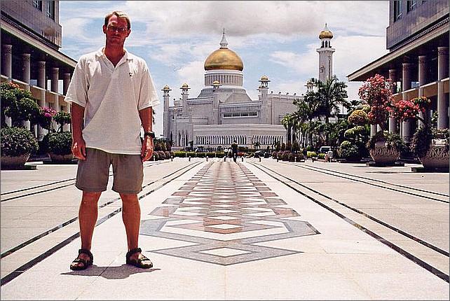 Omar Ali Saifuddien Mosque, Bandar Seri Begawan, Brunei.