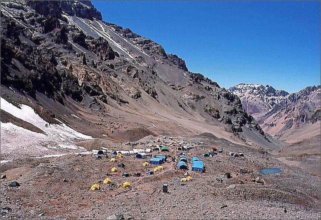 Baslägret Plaza de Mulaz 4300 meter.