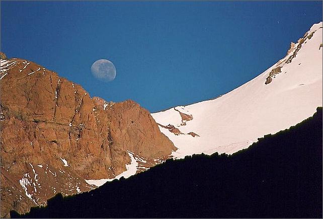 Månen sedd från baslägret.