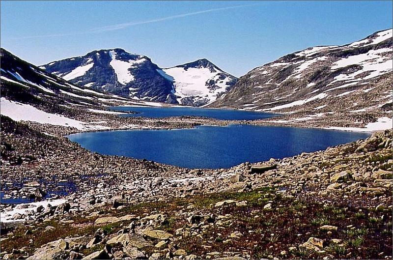 Två små sjöar i Uradalen.