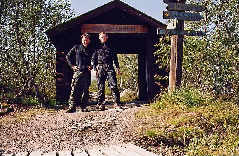 18. Pappa och jag vid målet i Abisko. Jag gick ca 44 mil och pappa ca 11.