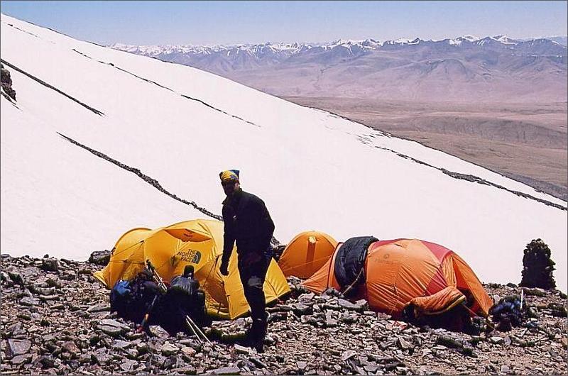 10. Tommy i camp 1, 5350 meter.