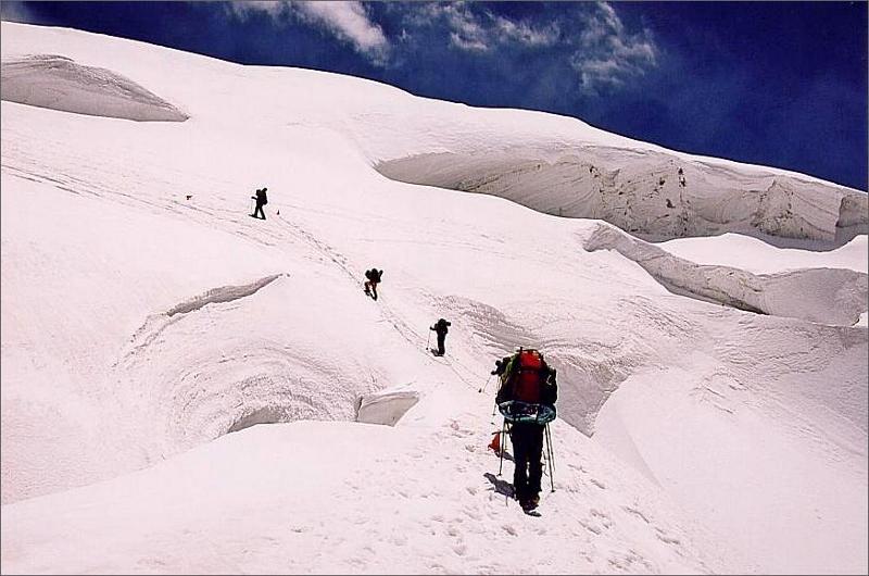 14. Vandring i isfallet mellan camp 1 och 2.
