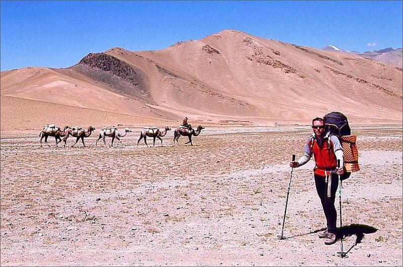 23. Dag 22 och sista dagen. Jag på väg ner till parkeringen och bussen tillbaka till Kashgar.