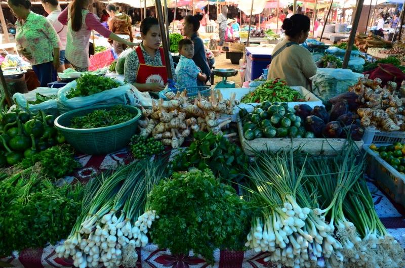 Grönsaker på Vang Vieng Market.