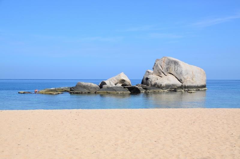Granitklippor vid Tanot Bay på öns västsida.
