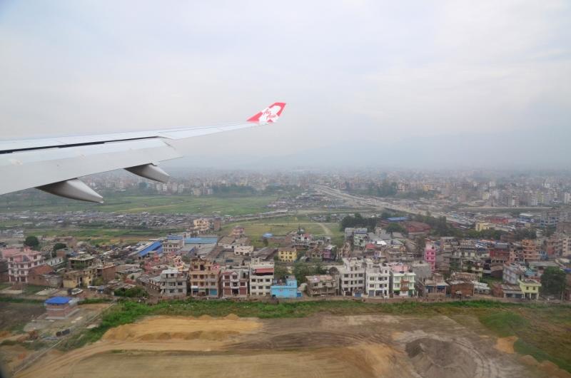 På väg inför landning i Kathmandu, Nepal.