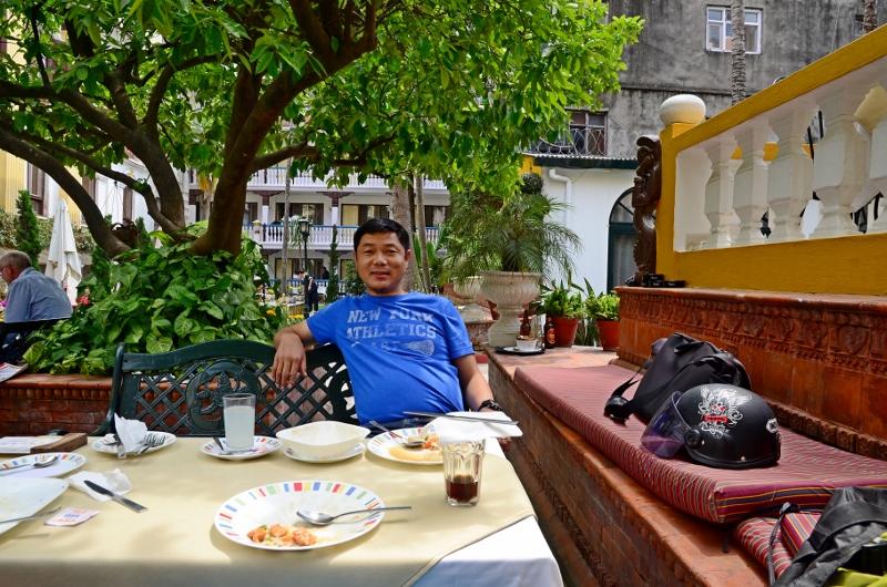 Lunch på Kathmandu Guest House med min gode vän Kami Sherpa.