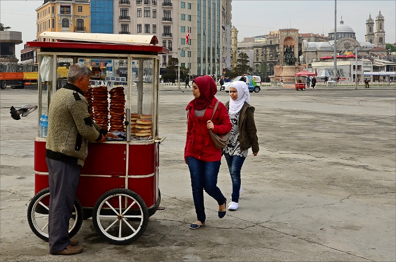 Brödförsäljare vid Taksim Square.
