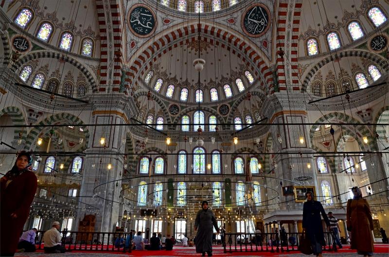 Interiören i Fatih Mosque.