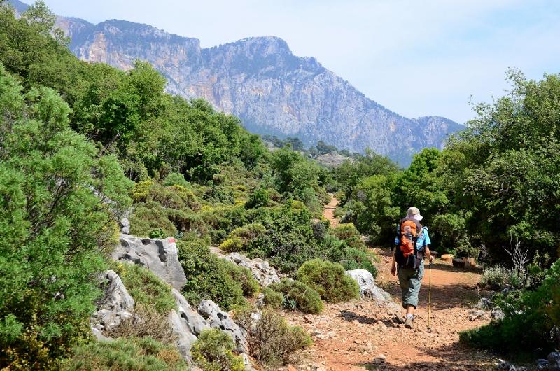 Har precis passerat dagens högsta punkt och är på väg ner till byn Kozagac.