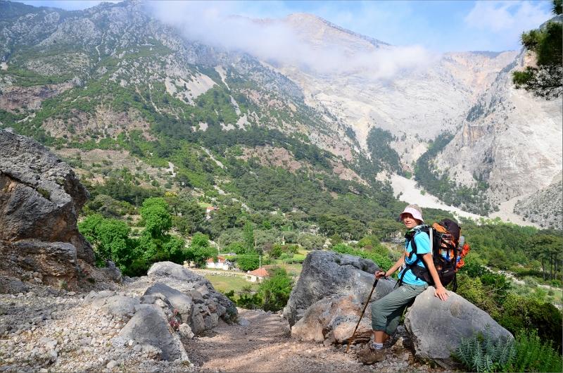 Framme i Kozagac. Berget Baba Dag 1989 meter i bakgrunden.
