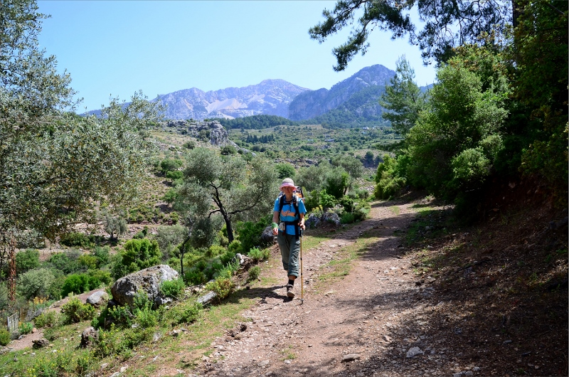 Vandring mellan Kirme och Faralya med Baba Dag 1989 meter i bakgrunden.