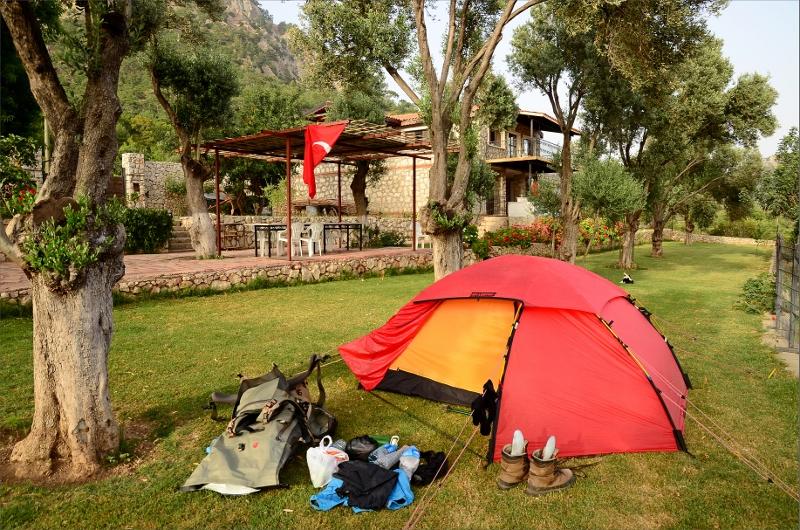 Vår första tältplats på Candan's Garden i Gavuragili.