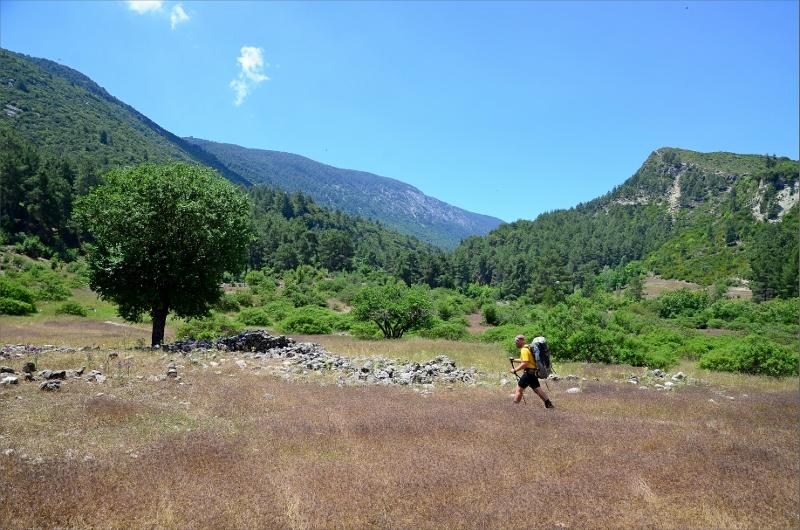 Har precis lämnat grusvägen och letar febrilt efter leden och backen på 500 höjdmeter.