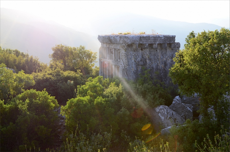 Grav vid Phellos ruiner.