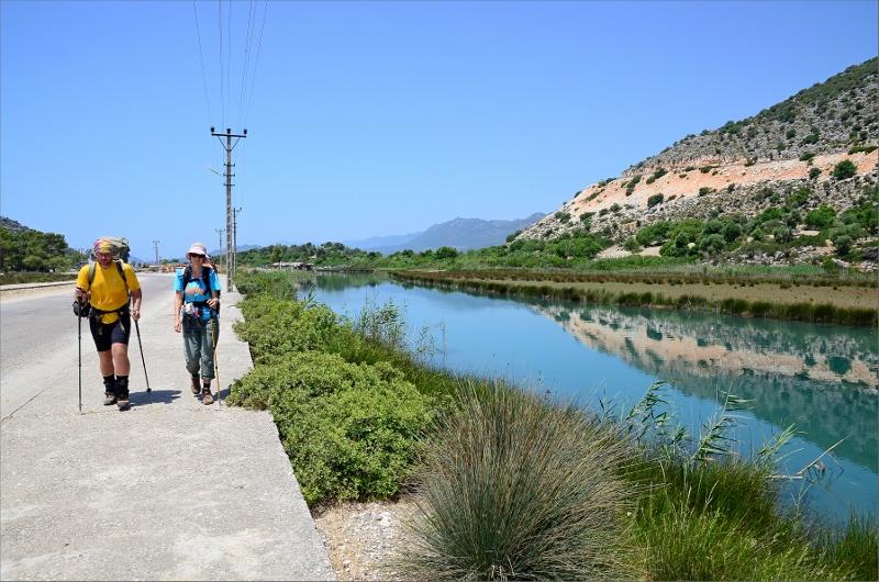 Har precis lämnat Cayagizi och är på väg in till Demre längs Demre River.