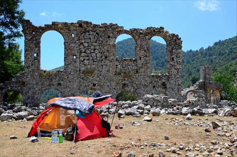 Camping vid ruinerna i Alakilise.