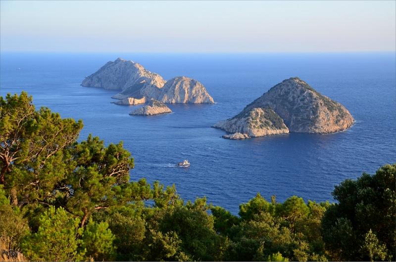 Vy över 5 små öar nedanför Gelidonya Lighthouse.