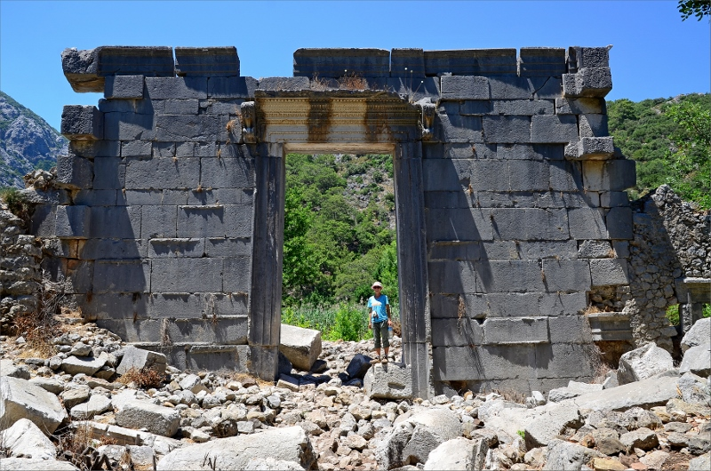 Olympos ruiner. Rester av ett tempel.