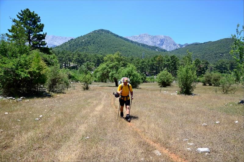 Passerade stora öppna fält efter passet mellan Gedelme och Göynuk Yaylasi.