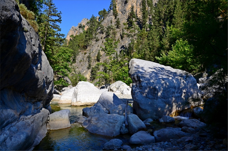 Göynuk River och min badplats i andra poolen till vänster.
