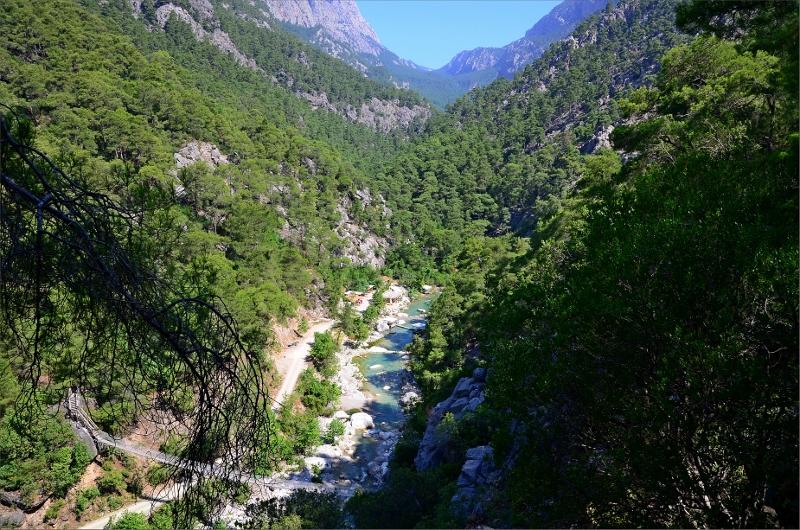 Canyonen eller dalen som leden fortsätter upp i mot Hisarcandir.