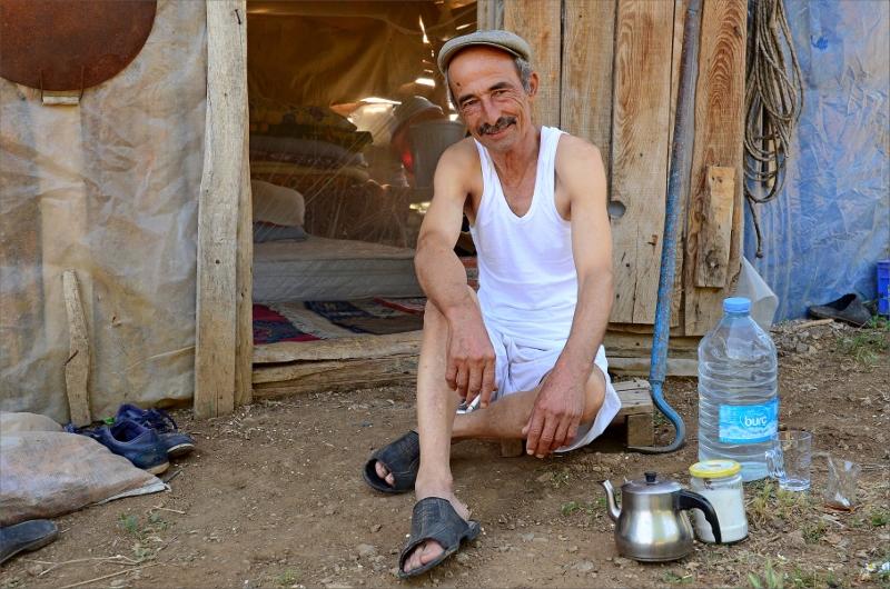 Jag skrämde livet ur en lokal bonde som sedan bjöd på cigg och te.