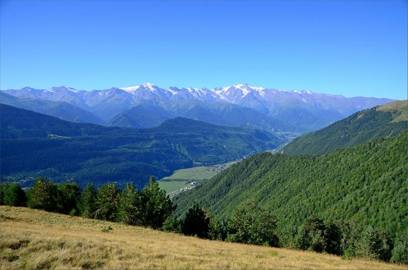 Vy över Svanetian Range från vår tältplats vid järnkorset.