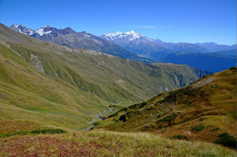 Vy från Guli Pass bakåt i dalen vi just vandrat. Tetnuldi 4858 mitt i bild.