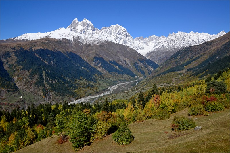 Mestiachala Valley och Mt Ushba 4710 meter.