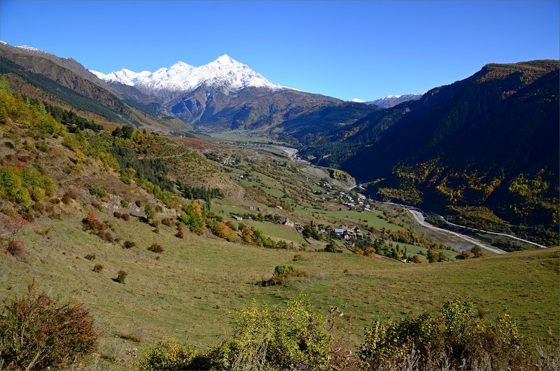 Svaneti Valley och Tetnuldi Mountain 4858 meter.