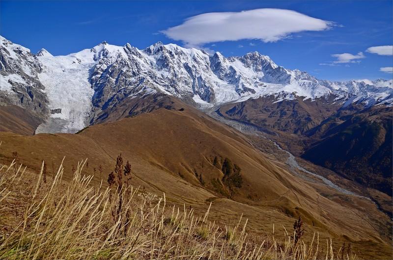 Adishi Glacier, Zaresho-Khalde Glacier och Khaldechala Valley.