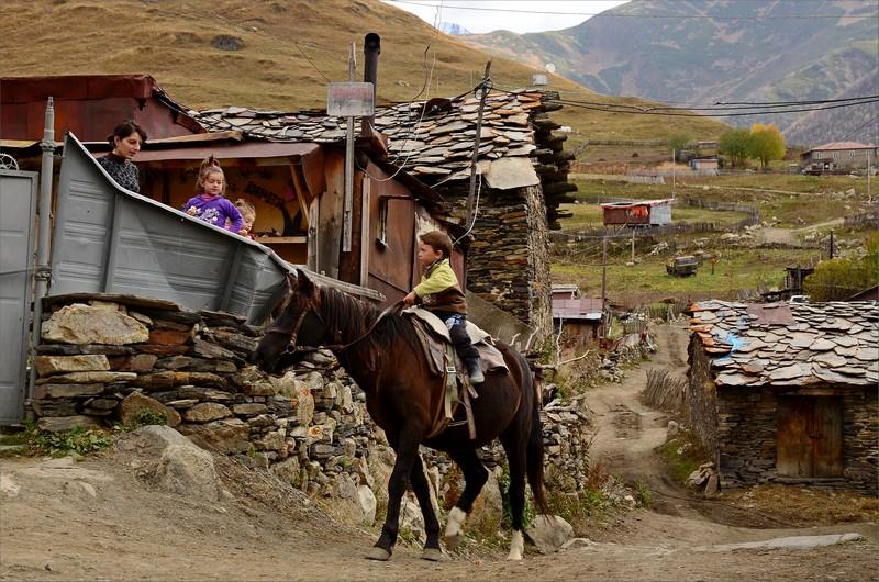 Grabb på häst i Ushguli.