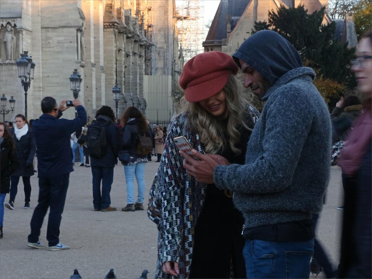 9. Instagramjägare vid Cathedrale Notre Dame de Paris.