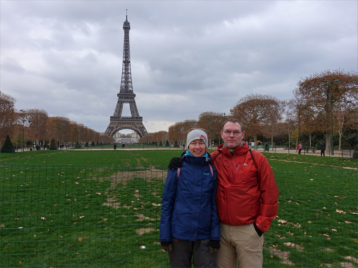 11. Olya och jag vid Eiffeltornet i Parc du Champ de Mars.