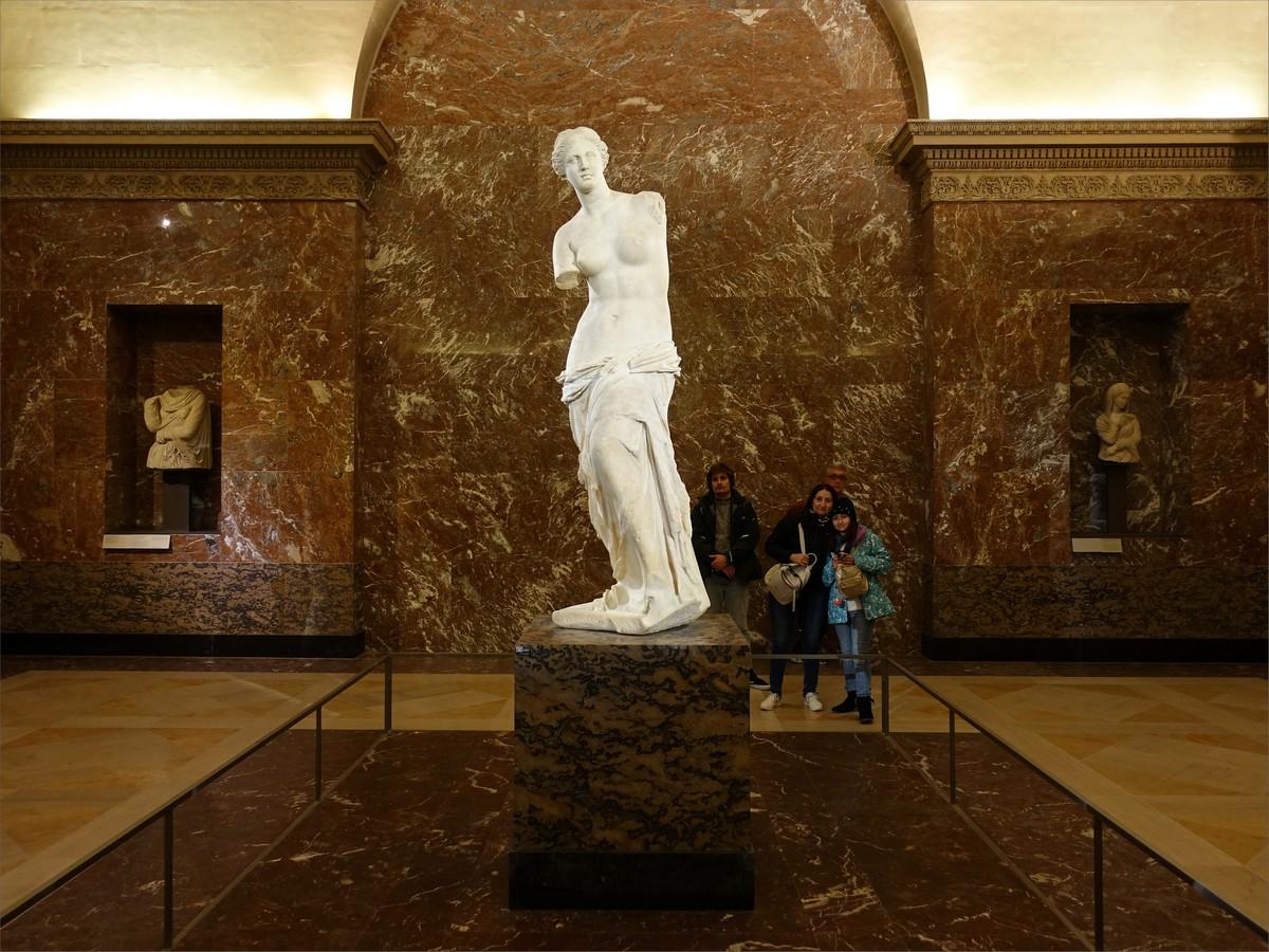 14. Venus de Milo, antik grekisk skulptur, rum 345, Louvren museum.