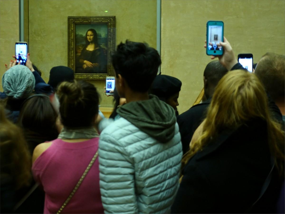 19. Mona Lisa, Leonardo da Vinci. Rum 711, Louvre museum.