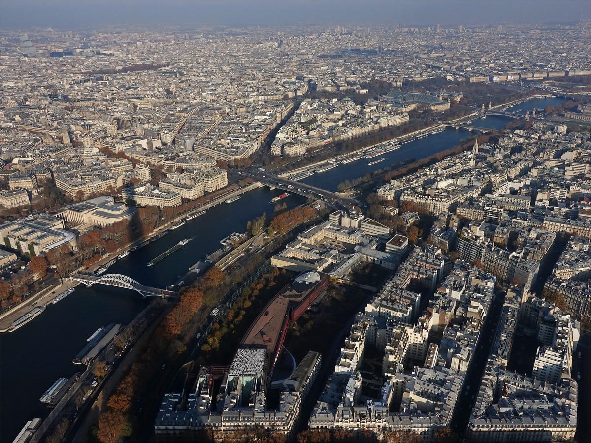 23. Vy från Eiffeltornets tredje våning (276 m) mot nordöst.