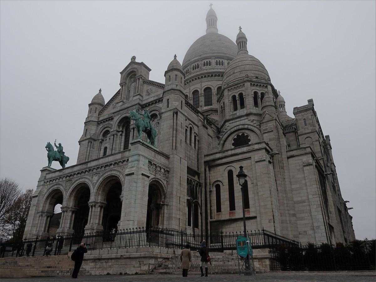 26. Sacre Coeur Basilica ligger på Montmartre-kullen som är den högsta punkten i Paris. Drygt 100 år gammal.