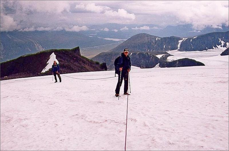 12. Snöfält sista biten till toppen. Rep var kanske i överkant men vi såg det som bra träning.