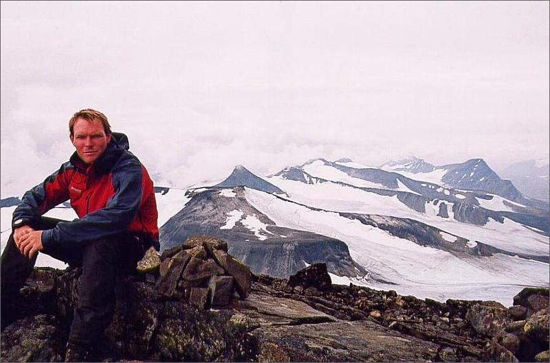 13. Jag på Sarektjåkkå nordtopp 2056 meter. Sveriges femte högsta berg.