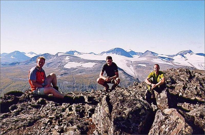 25. Gruppen på toppen av Låddebakte 1537 meter.