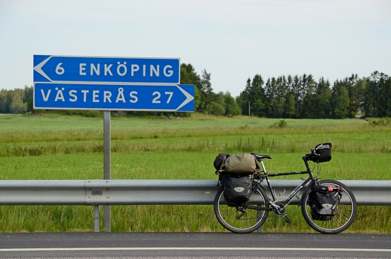 Skylt längs gamla E18 mellan Hummelsta och Västerås.