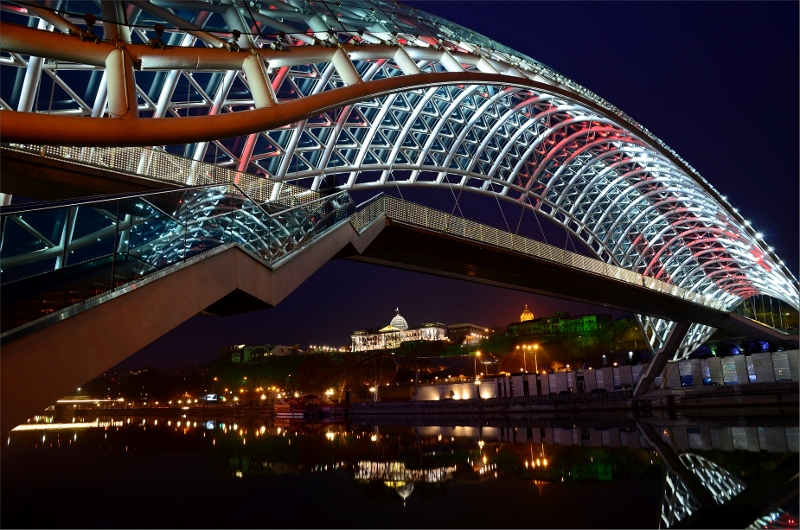 6. Peace Bridge, Kura River och Presidential Palace.