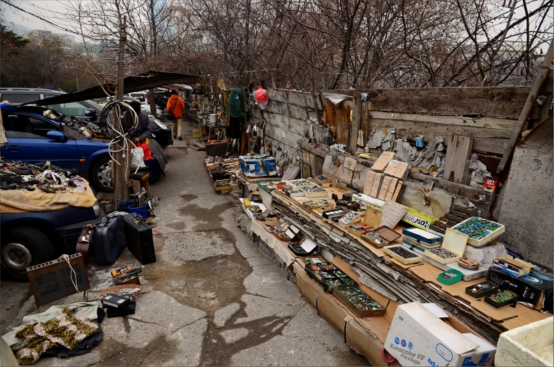 9. Dry Bridge Flea Market, Tbilisi.